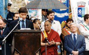 1999-Il presidente Vasco Errani saluta il Dalai Lama